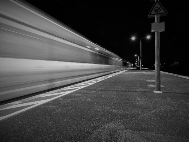 train-2112598_650